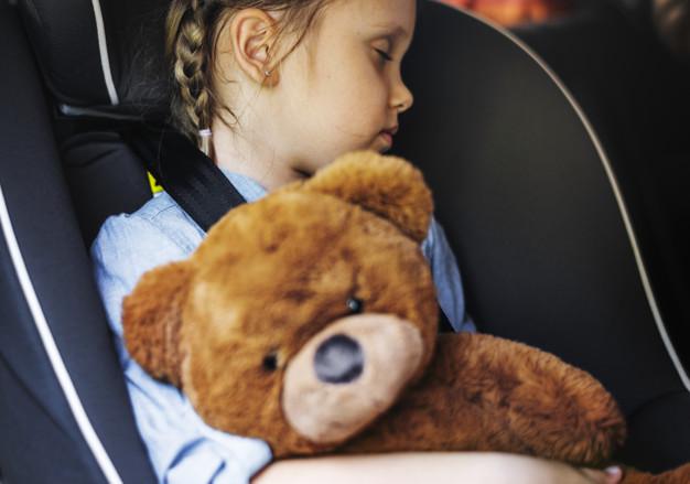 otroški sedež v avtu