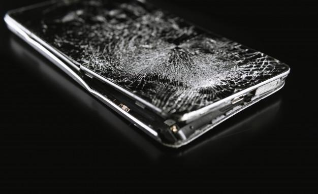 Popravilo telefonov lahko traja različno dolgo